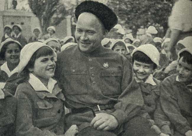 Аркадий Гайдар. Книга Артек - 1940 г.