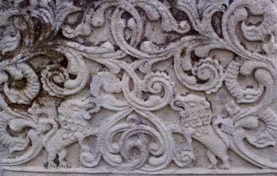 Барельеф на єврейському надгробку