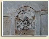 Синагога, різблений картуш 17 ст. над входом