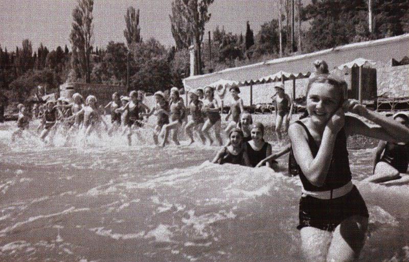 artek-kupanie-golie-fotografii
